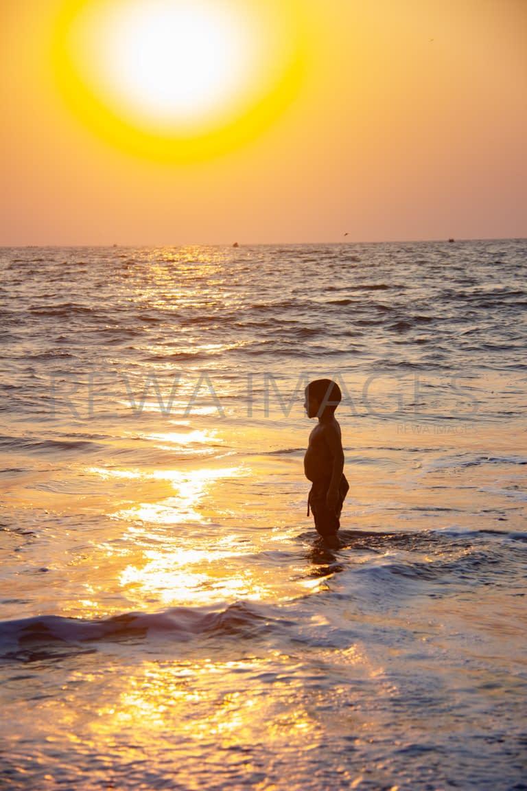 Bathe in the sea